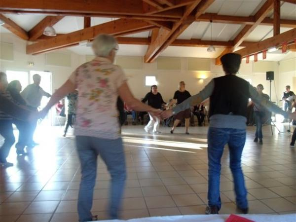 Françoise (de dos) : animation de danses