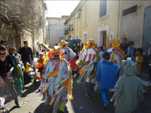 En suivant M. Carnaval...