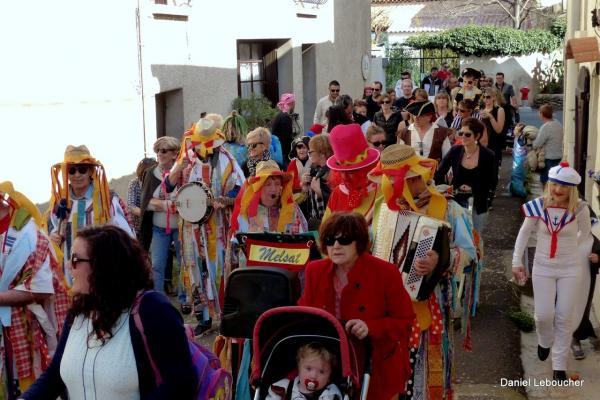 Une rue carnavalesque!